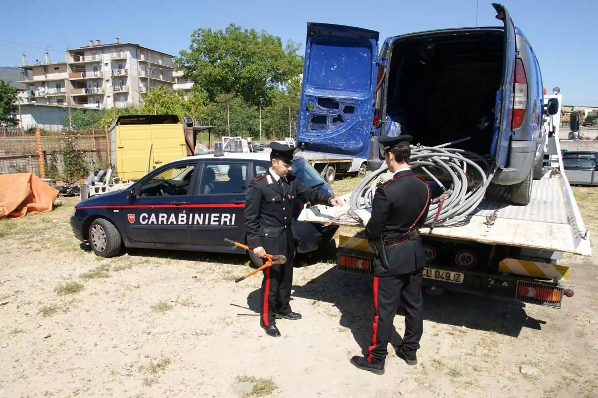 Furto di rame: i Carabinieri arrestano in flagranza un crotonese