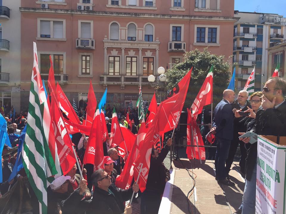 Sindacati uniti nel chiedere un futuro per Crotone e la sua Provincia