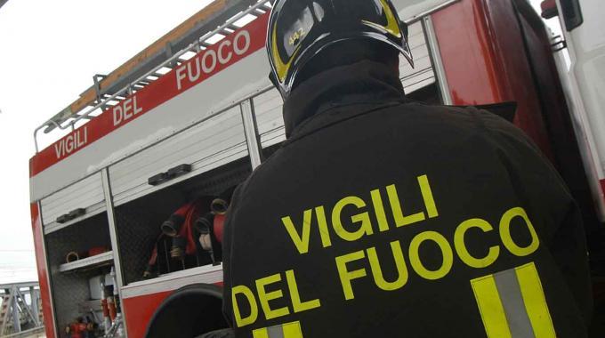 Incendio a Roccabernarda, i Vigili del Fuoco limitano i danni