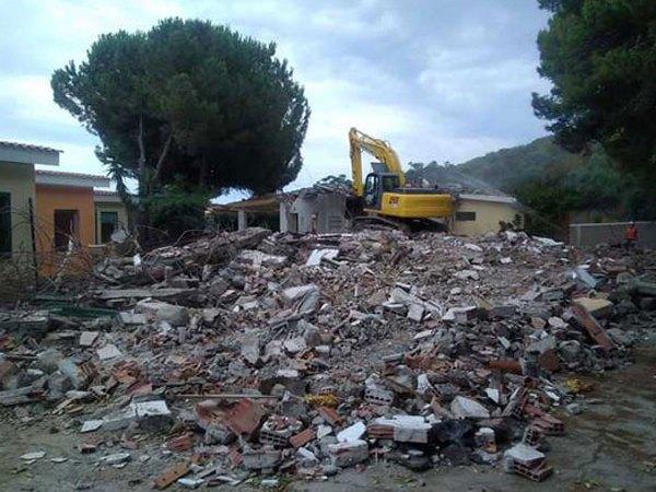 Villette abusive demolite dopo 25 anni a Crotone, Legambiente: la Procura intervenga anche a San Giovanni e nel petilino