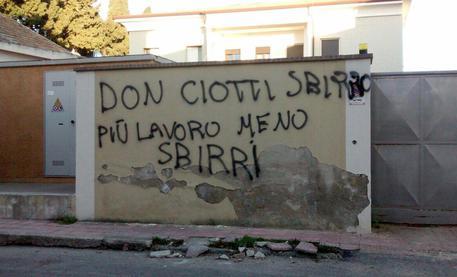 """Locri: la 'ndrangheta tenta di intimorire """"la primavera di Libera"""""""