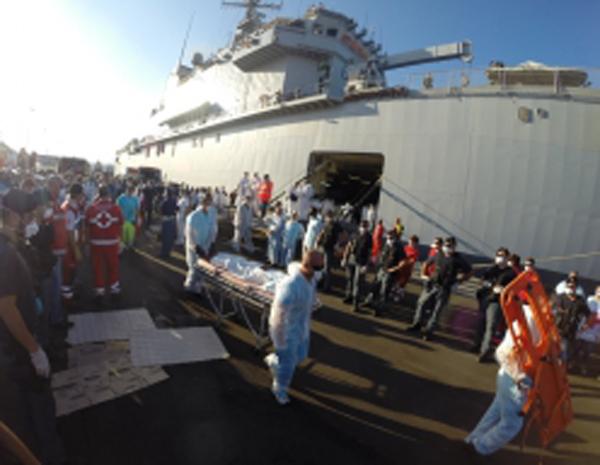 Immigrati: 1. 375 a Crotone con la nave San Giusto