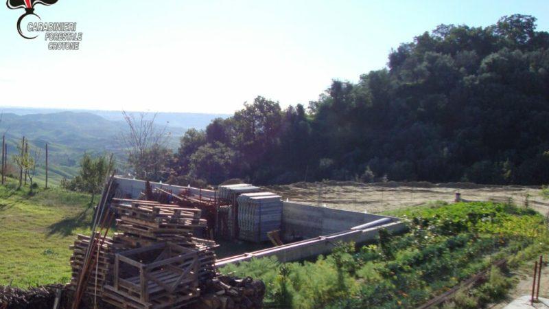 A San Mauro Marchesato costruito muro abusivo