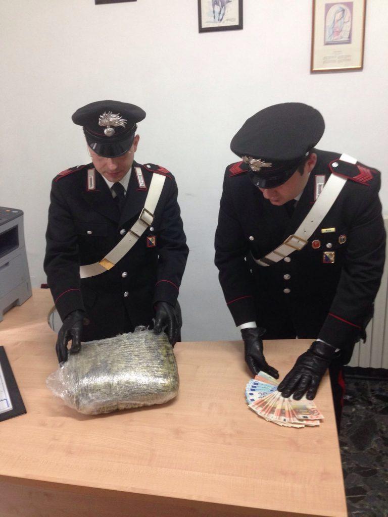 Casabona, droga sotto la ruota di scorta: un arresto da parte dei Carabinieri.
