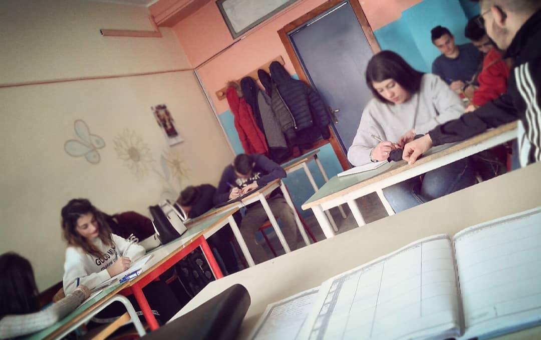 Intrapresa la strada del confronto gli studenti della Scuola del legno tornano sui banchi