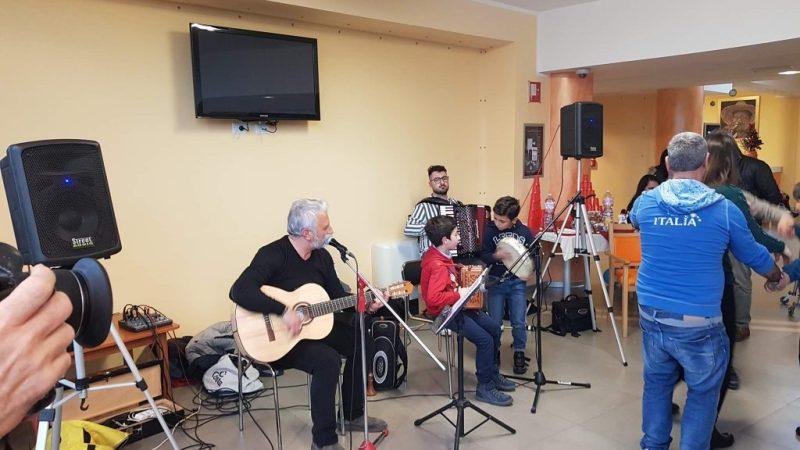 Gli Hantura regalano un momento musicale agli anziani di Villa San Francesco