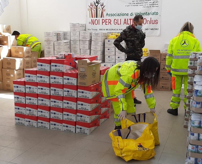 L'associazione Noi per gli altri racconta della distribuzione dei pacchi alimentari