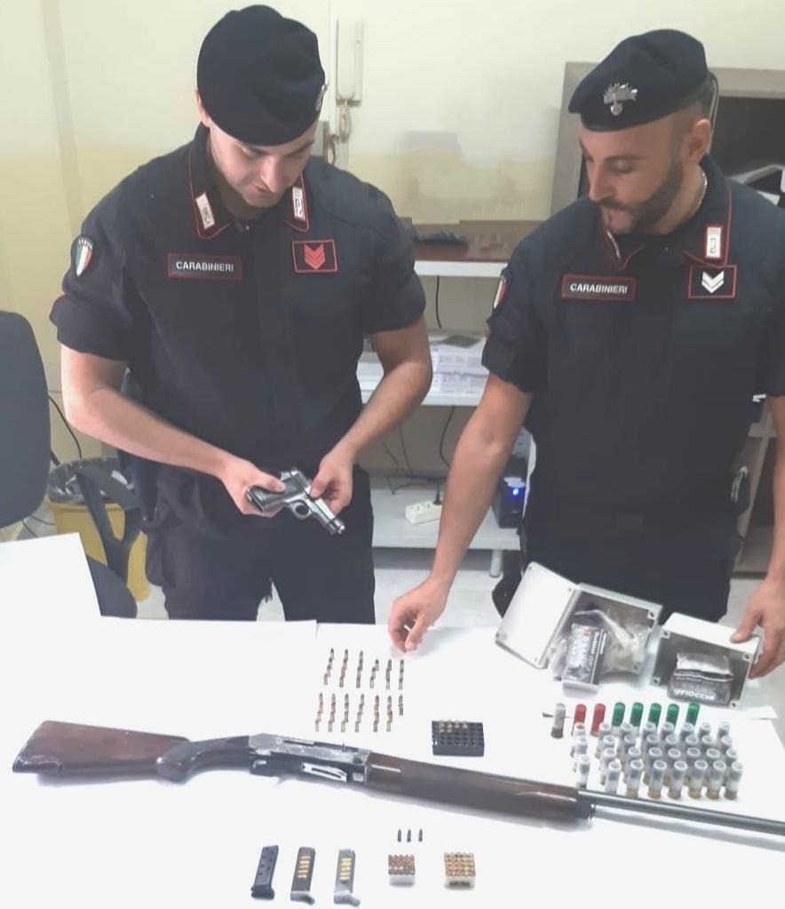 Arresto a Scandale per detenzione illegale di armi e munizioni