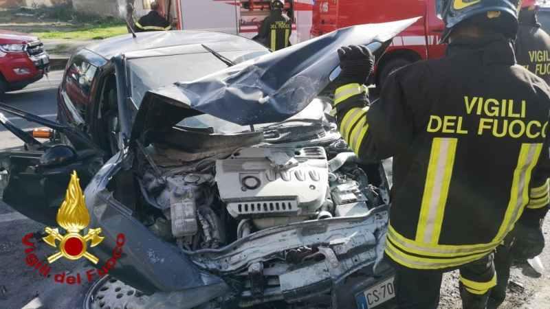 Incidente stradale a Cutro, intervento dei vigili