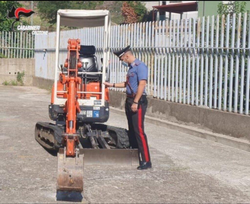 Riciclaggio e detenzione illegale di munizioni: Denuncia dei Carabinieri