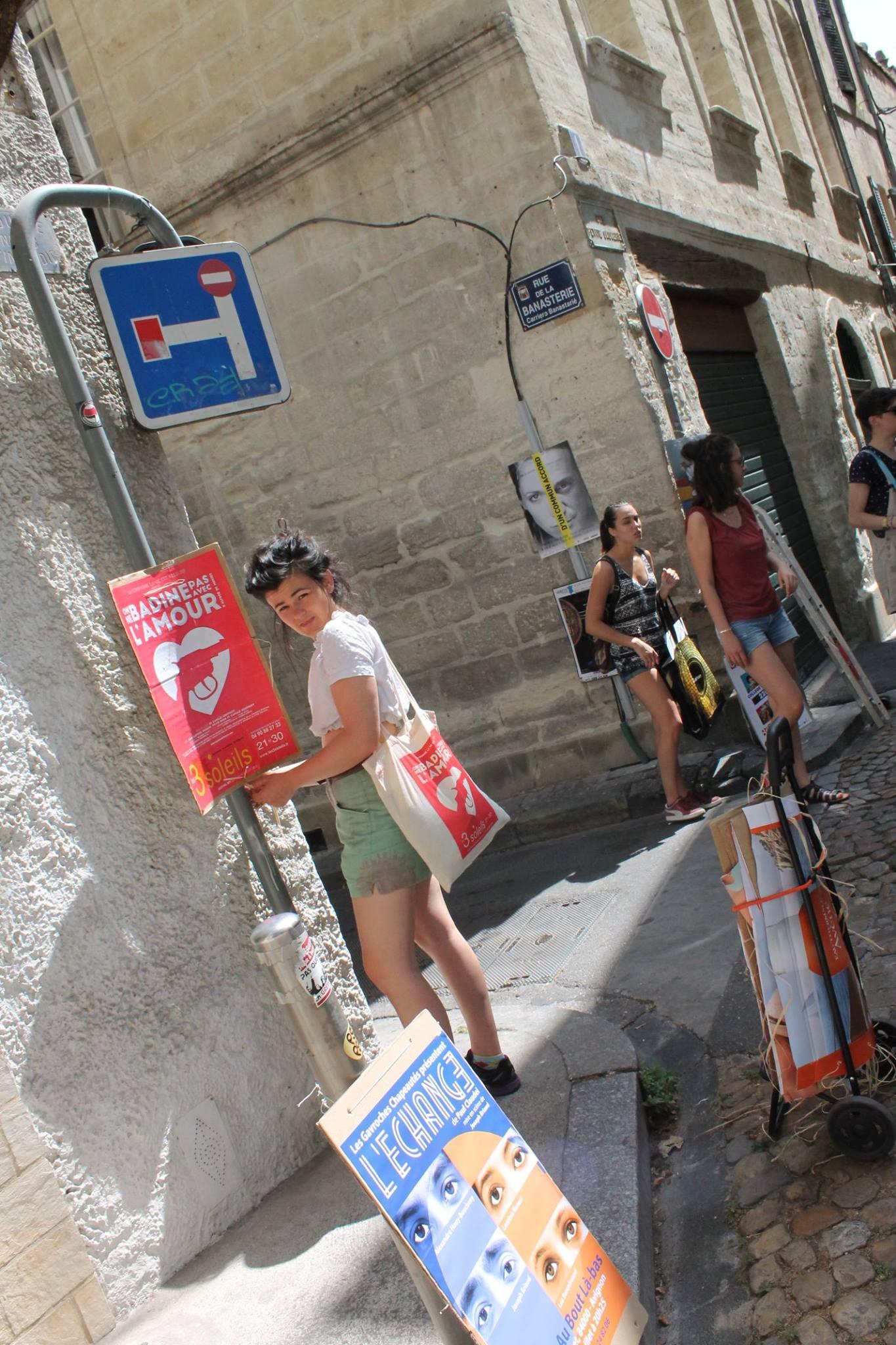 On ne badine pas avec l'amour, pièce de la compagnie la Vie est Ailleurs. Michaël Petit de Petit(à)Petit est spécialisé dans la communication visuelle, print et web. Logos, affiches, flyers, cartes de visite, plaquettes, brochures, signalétique, sites internet Petit(à)Petit crée tout ce dont vous avez besoin pour votre communication. C'est en même temps une agence de communication, un graphiste, un directeur artistique, un webdesigner basé à Pornichet, Saint-Nazaire, Nantes, Loire Atlantique, France, île de la Réunion, Paris. J'utilise illustrator, photoshop et indesign ainsi que Adobe Première et Final cut pour le montage vidéo