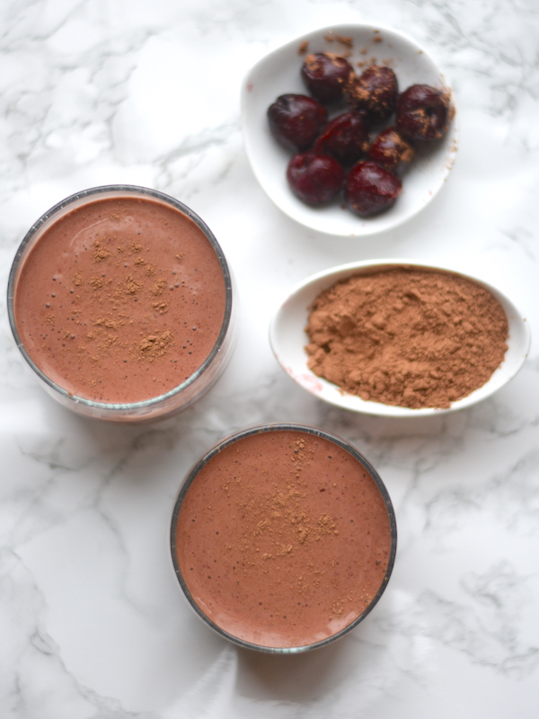 Healthy Chocolate Cherry Collagen Smoothie | Packed with antioxidants + perfect for Valentine's Day | PETITECHEFBLOG.COM