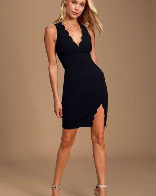 FEELING COY BLACK SCALLOPED V-NECK BODYCON DRESS