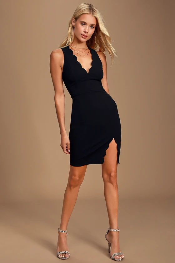 FEELING COY BLACK SCALLOPED V-NECK BODYCON DRESS