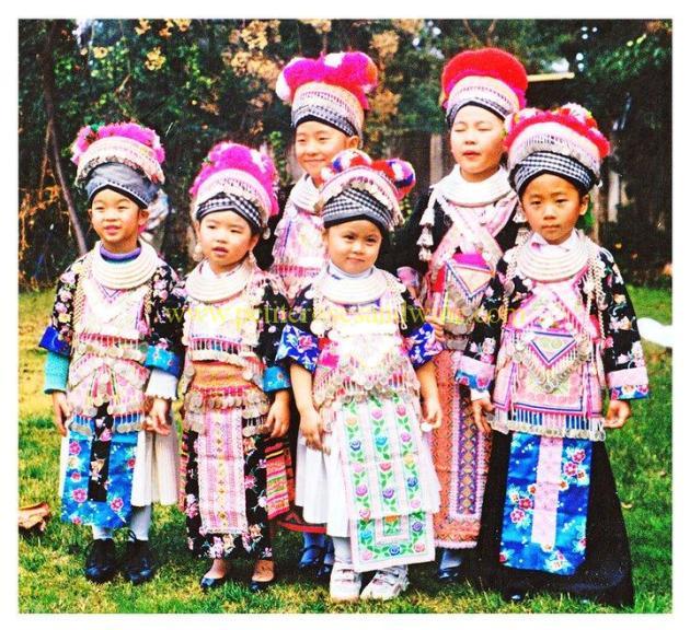 39537_449304362093_763659_n Hmong Outfit Series :: White Hmong Sayaboury Hmong Outfit Series OUTFITS
