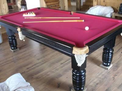 magnifique table de billard en acajou massif completement refaite le tapis et les bordures sont neufs l ardoise est d une pieces
