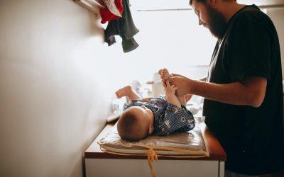 Changer la couche de son enfant | le change debout