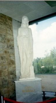 szent-borbala-szobor-a-megyei-korhazban