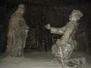 Szent Kingának átadják a gyűrűjét tartalmazó sótömböt