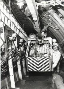 Scharf mozdony vágatbunkerral