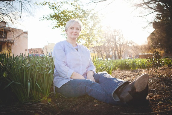 woman sitting in grass in old town alexandria