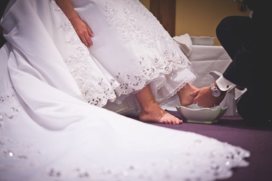 groom washing bride's feet during wedding at Annapolis EP