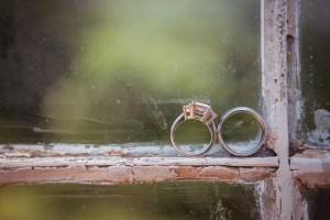 wedding-rings-on-weding-sill