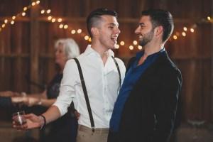 couple-dancing-at-wedding