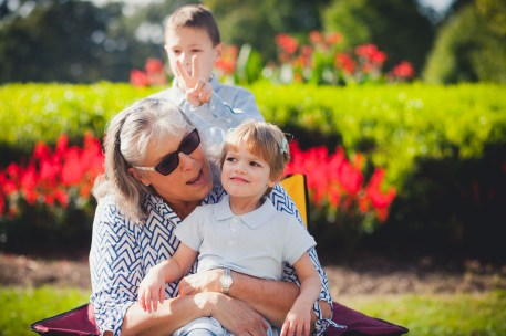 beautiful-family-revisits-the-glenview-mansion-petruzzo-photography-05
