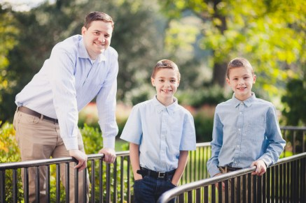 beautiful-family-revisits-the-glenview-mansion-petruzzo-photography-10
