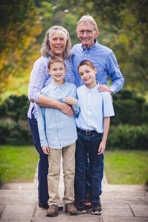 beautiful-family-revisits-the-glenview-mansion-petruzzo-photography-22
