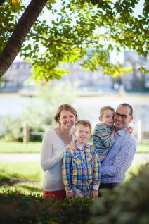 petruzzo-photography-family-at-windmill-hill-park-in-old-town-alexandria-12