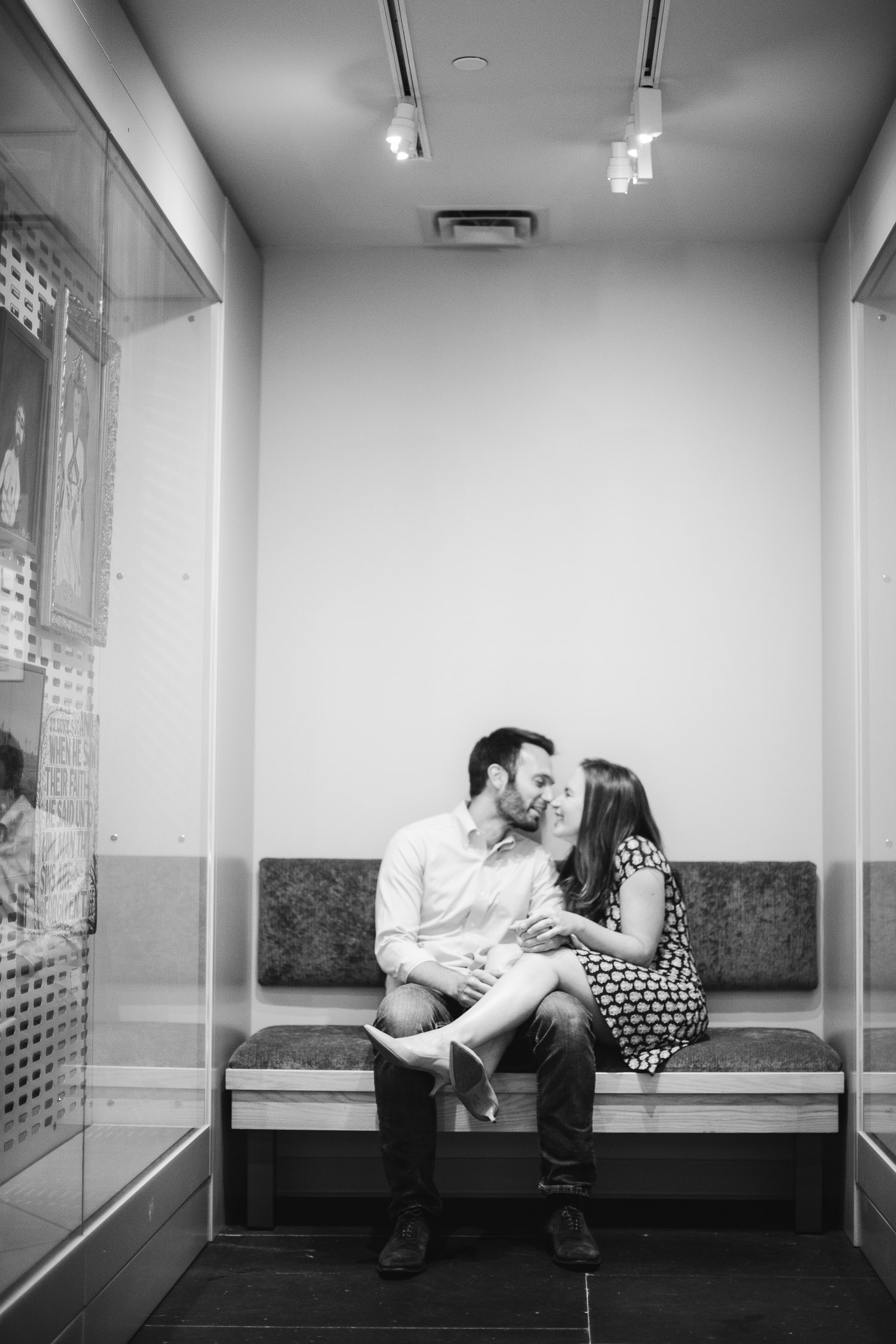 An Engagement Session Through the Halls of the National Portraits Gallery 06