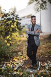 A Meandering Senior Portrait Session on the Streets of Downtown DC 15