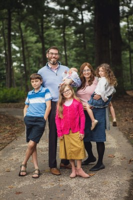 Felipe Didn't Let Rain Stop This Family Session at Lyndon Baines Johnson Memorial Grove in DC 02