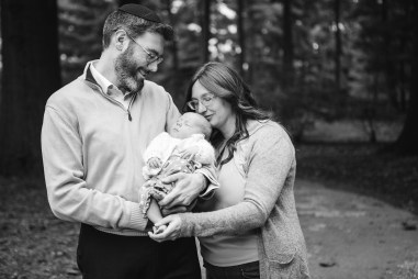 Felipe Didn't Let Rain Stop This Family Session at Lyndon Baines Johnson Memorial Grove in DC 06