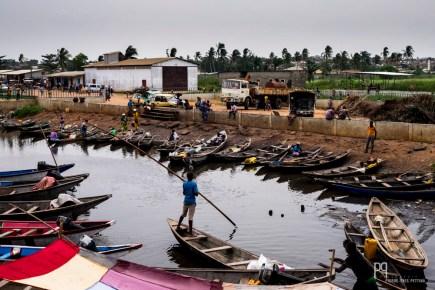Tous types d'embarcations relient Calavi (banlieue de Cotonou) à Ganvié et aux autres villages sur le lac. // Calavi - 2016