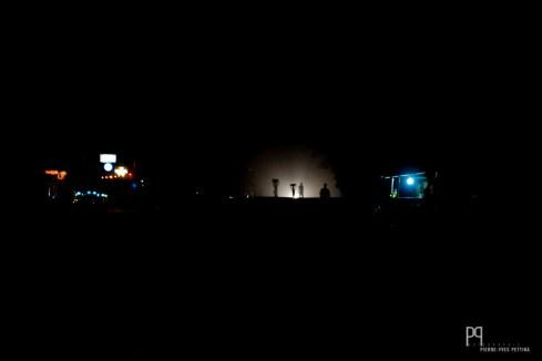 Les routes ne sont pas éclairées, seules quelques enseignes apportent un peu de lumière dans cette obscurité totale. // Allada - 2012