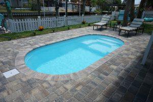 Splash 8' x 16' Pettit Fiberglass Pool