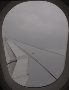 Des nuages provoquant de la pluie peuvent empêcher un atterrissage visuel sur l'aéroport... Quelles solutions pour les pilotes ?
