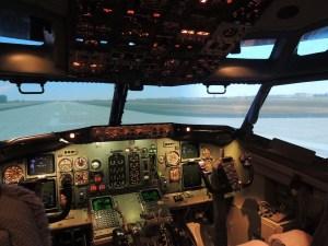 Le simulateur utilisé est un Boeing 737-400, l'un des avions les plus vendus dans le monde