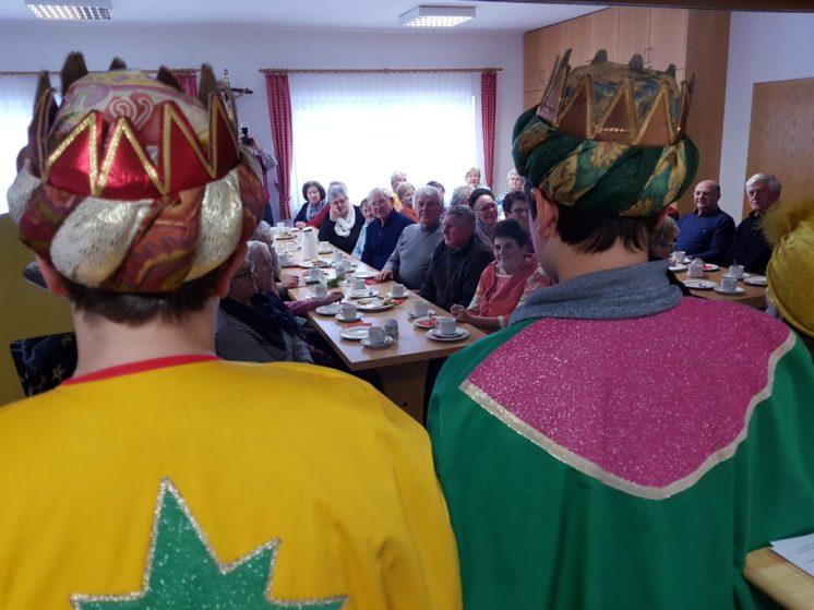 Sternsingerbesuch beim Seniorennachmittag in Högling