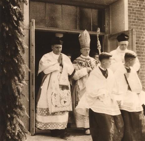 Weihbischof Johannes von Rudloff beim Auszug