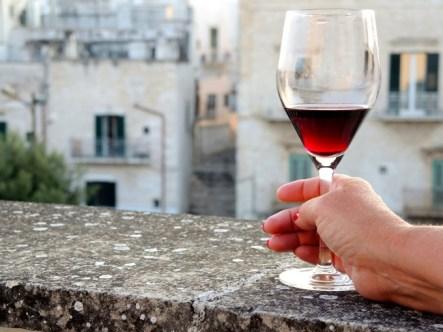 EIn Gläschen Wein auf der Terrasse