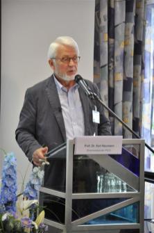 Prof. Neumann spricht