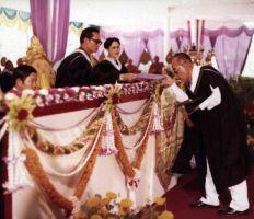 Singkha Wannasai was awarded the honorary Master degree in Thai language at Chiang Mai University on 27 January 1977.