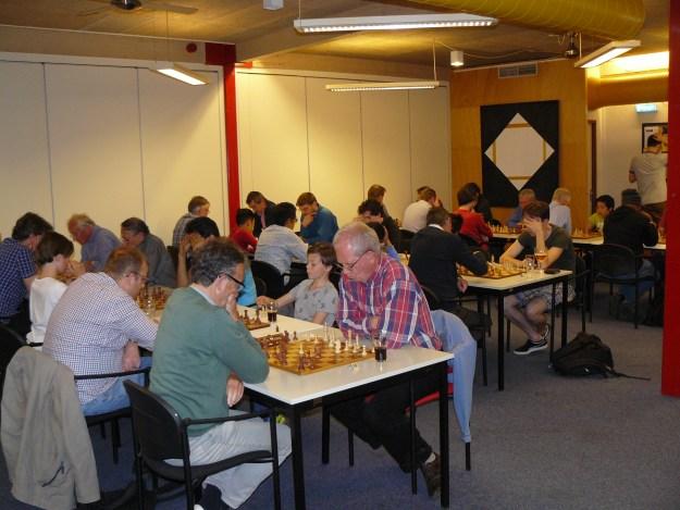 Het Wim Vriend Toernooi van L.S.C. Philidor was in 2017 met 48 schakers goed bezet.