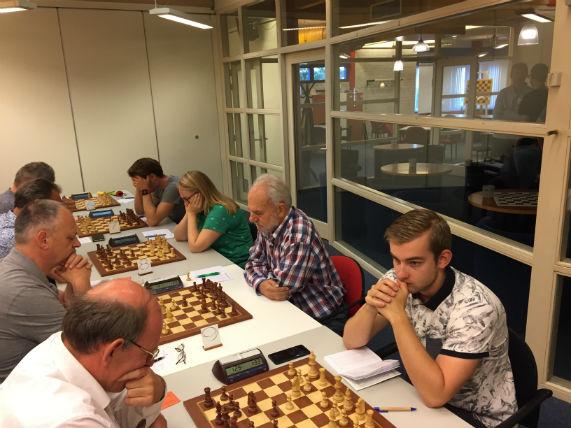 bord 7 tot en met 10 in actie van schaakclub Philidor team 1, in de KNSB klasse 1 b.