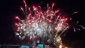 800px-Lewes_Bonfire_Night_2013_South_Street_fireworks_display_9