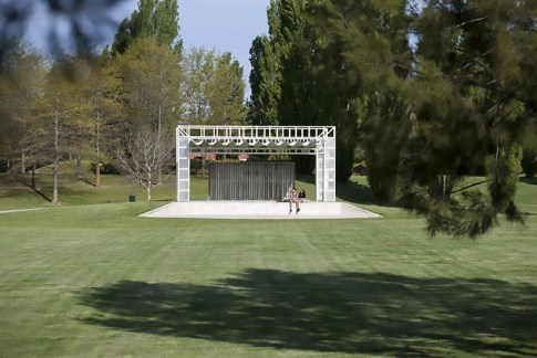tuggeranong stage_philip-leeson-architects_220
